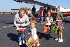 FB-Kid-Getting-Candy-in-front-of-91N-All-decorated.-AH.-791